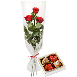 Three red roses with praline hearts