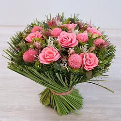 Großer Strauß aus Rosa getrockneter Blumen