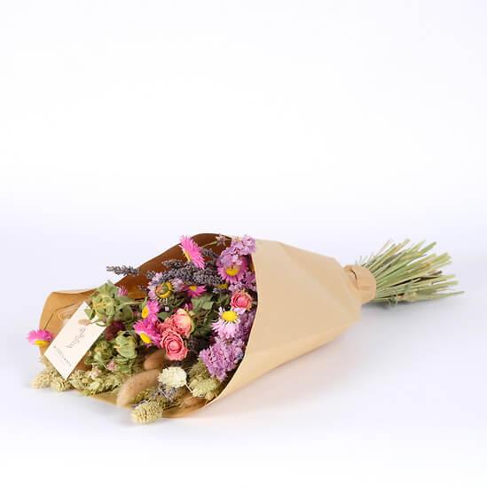 Trockenblumen in Rosatönen